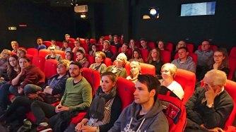 Publikum im ausverkauften Saal während der Diskussion